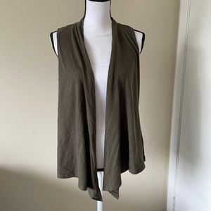 American Eagle Outfitters Sleeveless Open Front Cardigan size Medium